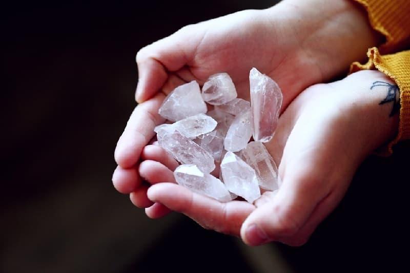 Reiki-con-piedras-medicinasalternativas